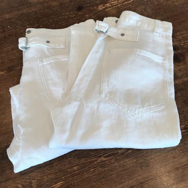 ..new item...私は白いパンツが似合わないと思っていたけど、、..素材によっては似合うかもしれない.ちょっと嬉しい発見....コットンみたいにパリッとせずくったりとして着やすい...どうぞお試しになって見てください。ご来店お待ちしております.....