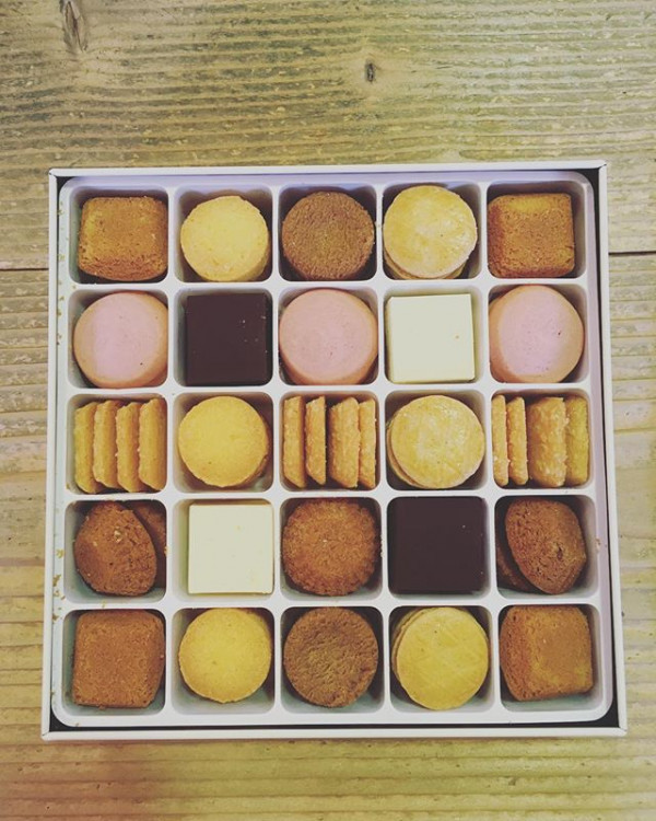 *クッキー頂きました。プチで可愛いいので思わずパチリ。**