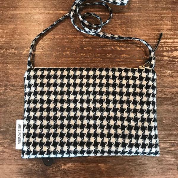 ..new item..長財布も入りそう。アクセントになるし、バックインバックにしてこれだけヒョイっと持って行ける。...