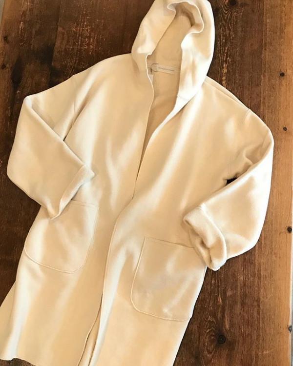 ...裏起毛のロングカーディガン。...トレーナー素材で扱いやすいので、そのまま羽織ったりコートにインしたり重宝しそうなアイテムです。...ご来店お待ちしています!...