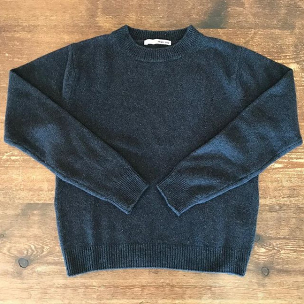 ...new item....素材にセーブルが使われておりとってもなめらかで暖かい。..2型入荷しています。ロングの方はお尻がすっぽり隠れてより冷える冬に最高です。...