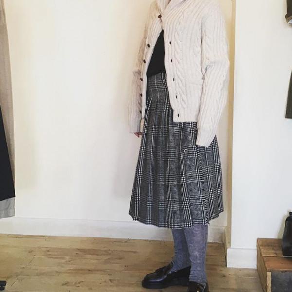 *アラン編みの羽織がきたくなる季節になりました。R&D.M.Coタイツで…相性良いですね!