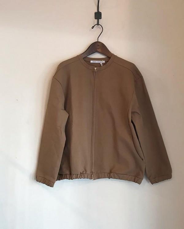 ..new item.綺麗目なジャケット。ダブルジップタイプになります。..これから有ると便利なアイテムです。今からコートの中に着れます。..3色展開。ベージュ、カーキ、ブラックになります。...