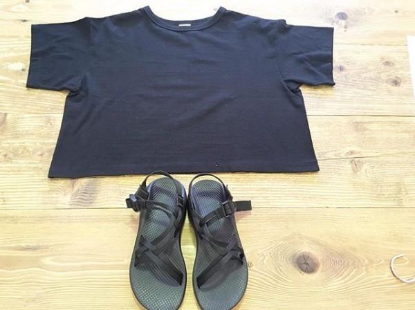 *ブラック&ネイビー***ゆるっとしたショート丈のTシャツ!素足でサンダル!**