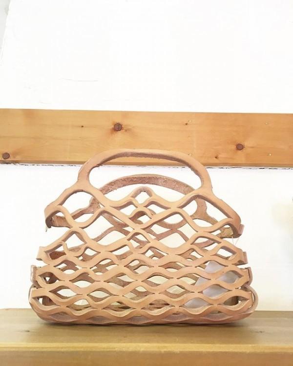 *new item♪archixko程よい大きさでヌメ革の育てる革バッグ入荷しました。