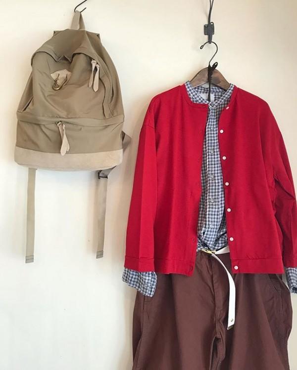 ..差し色..コート soilシャツ ARMENカーディガン plageパンツ MASTER&CO.リュック MASTER&CO.