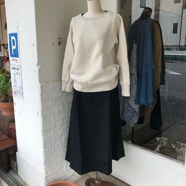 * new item☆* **首回りとポケットがポイント…キレイ目トレーナーです。スカートは裾がランダムに***