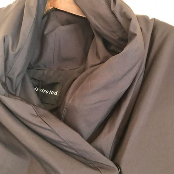 .包み込んでくれるコート..ふんわり温かい。..照明の具合で茶色に見えますが黒です。..