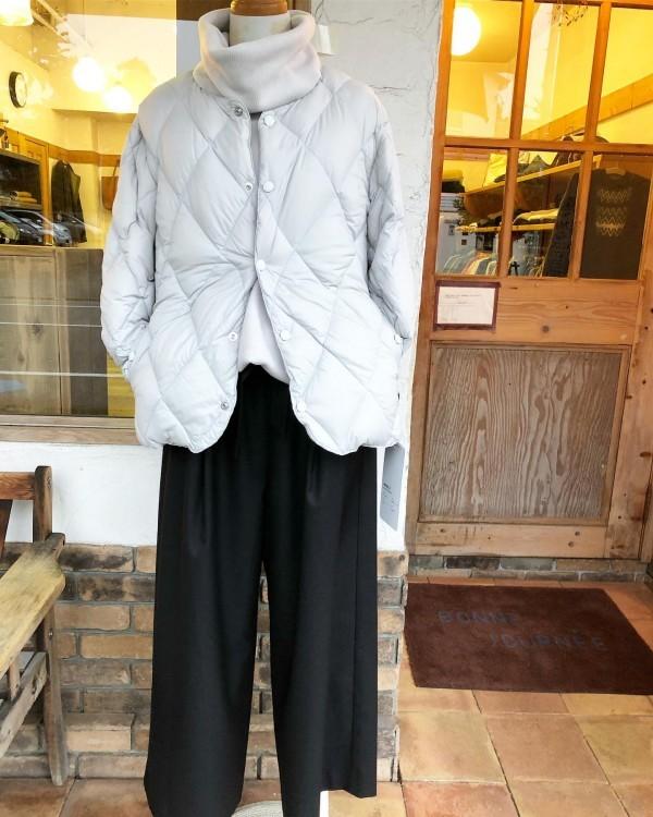 *newitem♪**インナーダウン! 今はジャケットとしてもっと寒くなったら中へ…!**ベロアのトップスもタートルの高さが良い!ドルマンで袖口はすっきりです。**