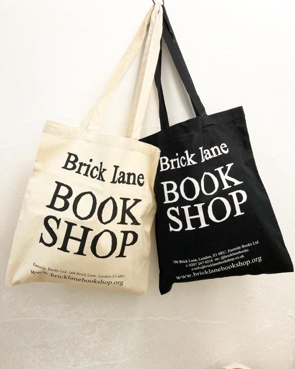 *BRICKLANE BOOK SHOP☆**ロンドンのブリックレーン地区の中心にある70年代創業のbricklanbookshopの手頃な価格のペーパーバックです。