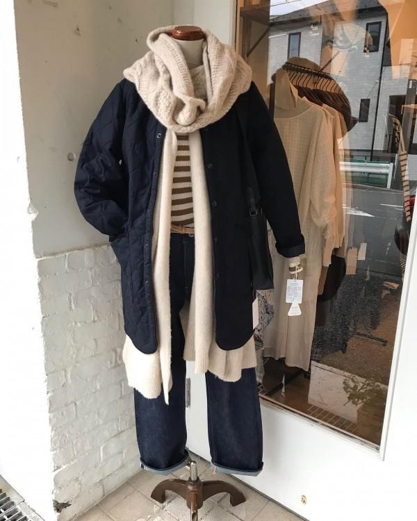 .もこもこ。..今日は寒いです。..ARMENのキルティングコート。軽くて暖かい。..